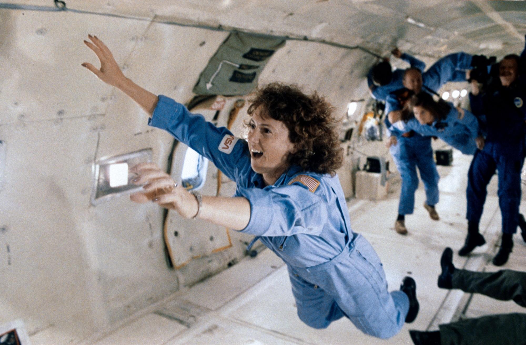 נבחרה מבין 11,000 מועמדים ובסופו של דבר נהרגה בדרך לחלל. כריסטה מקאוליף באימונים למשימה | צילום: NASA