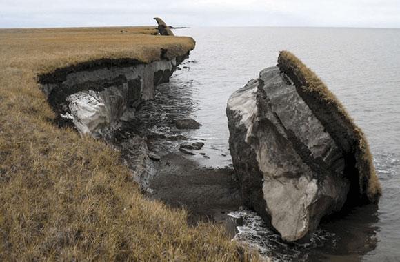 פיסה של קפאת-עד שהפשירה וצנחה לאוקיינוס הארקטי באלסקה | צילום: U.S. Geological Survey