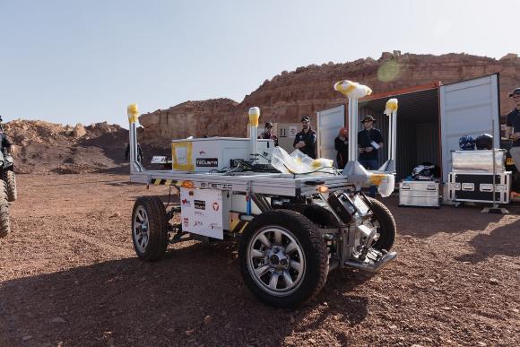 ציוד למחקרים מתקדמים. רכב שטח שיכול גם לפעול אוטונומית, ומיועד לשאת את הציוד של האסטרונאוטים בפעילות השטח | צילום: Florian Voggeneder, OeWF