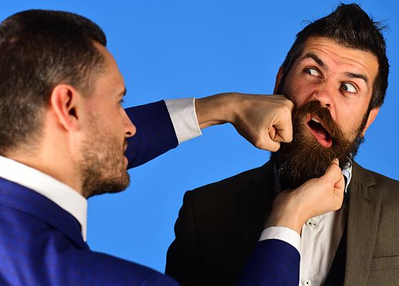 האם לגברים יש זקן כדי להגן מפני אגרופים? אדם מזוקן חוטף אגרוף | Shutterstock, Just dance