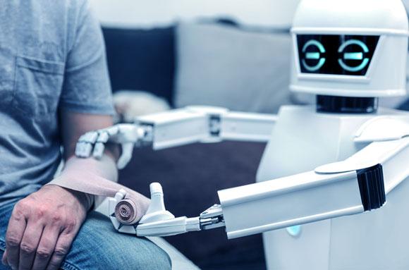 רובוט מטפל בחולה