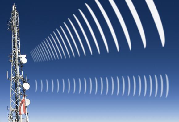 אילוסטרציה של גלים היוצאים מאנטנות רדיו | Shutterstock, aldorado