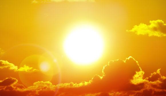 לא בעירה שצוכת חמצן, אלא היתוך גרעיני. מים שנוסיף רק יתדלקו את התהליך. השמש | צילום: Shutterstock