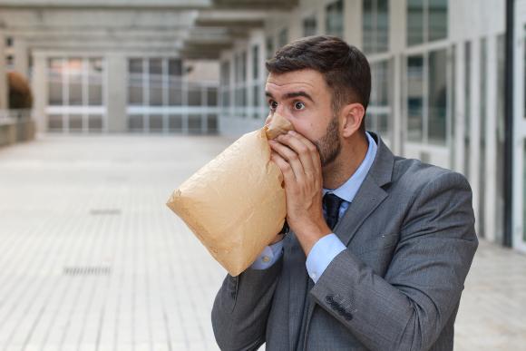 כמו נשימה לשקית בעת היפרוונטילציה   צילום: AJR_photo, Shutterstock