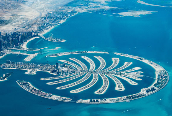 נזק בלתי נתפס לסביבה הימית, כדי למשוך את עשירי העולם. איי דקל ג'בל עלי בדובאי | צילום: Shutterstock