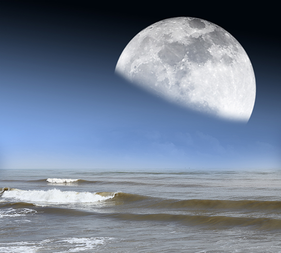 A simulation of the Moon over an ocean shore | Image: Gwoeii, Shutterstock