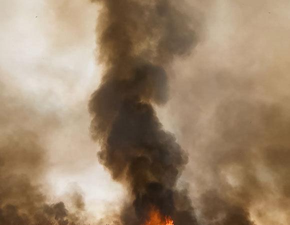 עשן מיתמר משריפת יער ברוסיה | צילום: LuYago, Shutterstock