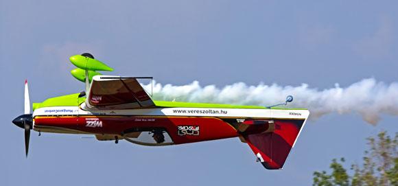 מטוס בתרגיל אווירודינמי