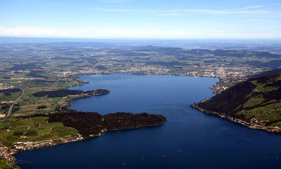 אגם צוּג בשוויץ | Shutterstock, BalazsSebok