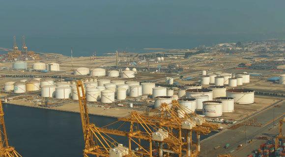 איחוד האמירויות היא יצרנית הנפט השלישית בגודלה מבין מדינות המפרץ  צילום Shutterstock