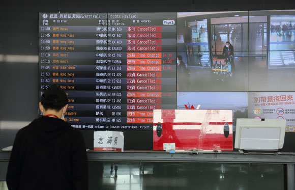 ביטול טיסות רבות בנמל תעופה בטייוואן | צילום: glen photo, Shutterstock