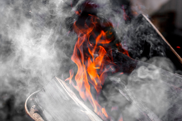 עשן בקמין ביתי | צילום: Novi4kova Tatsiana, Shutterstock