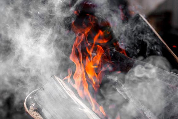 Rauch in einem häuslichen Kamin | Foto: Novi4kova Tatsiana, Shutterstock