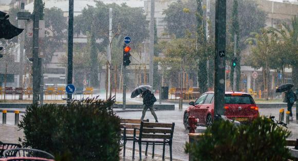 גשם עז בתל אביב, פברואר 2020 | צילום: Jose HERNANDEZ Camera 51, Shutterstock