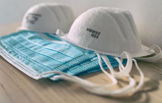מסכות N95 ומסכות מנתחים | צילום: Maridav, Shutterstock