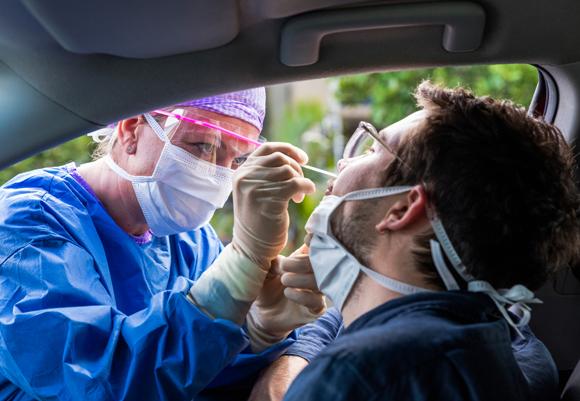 בדיקה לגילוי נגיף הקורונה | Shutterstock, zstock