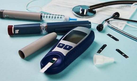 מכשירים לבדיקת רמת הסוכר בדם | צילום: Shutterstock, Gecko Studio