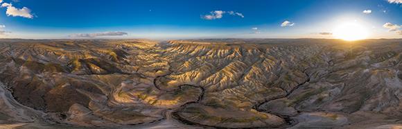 צילום אווירי של שקיעה מעל נחל חווארים | צילום: Alla Khananashvili, Shutterstock