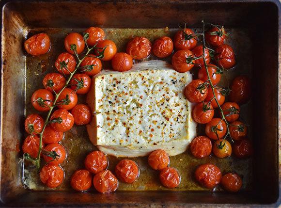 עגבניות שרי בתנור עם גבינת פטה | צילום: SariMe, Shutterstock