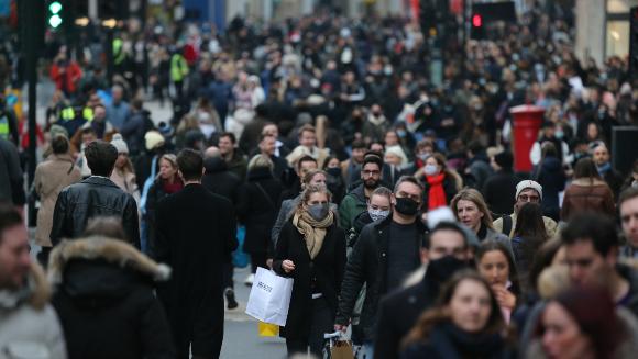 קניות בלונדון לקראת חג המולד 2020 | צילום: Ilyas Tayfun Salci, Shutterstock