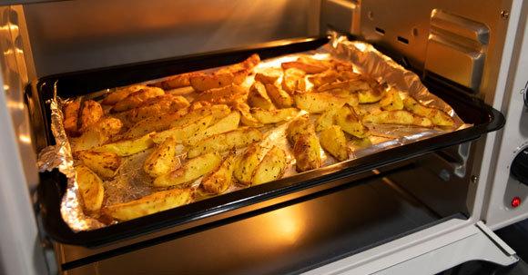 תפוחי אדמה בתנור   Shutterstock, Natalia Hrynovets