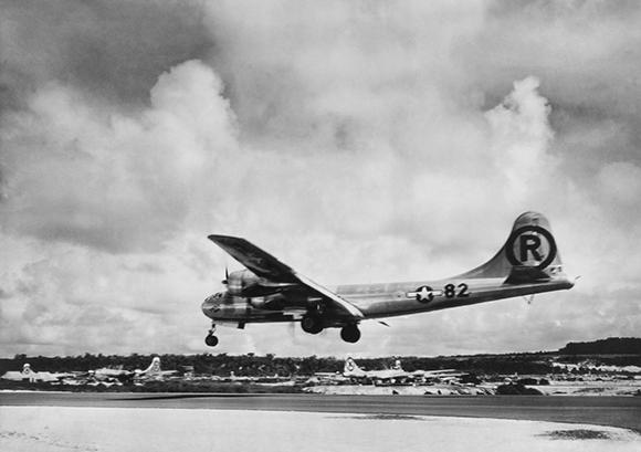המטוס אנולה גיי הוחת אחרי ההפצצה על הירושימה | צילום: Everett Collection, שאטרסטוק