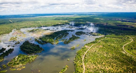 קבוצות שונות של בני אדם קדומים היגרו לאזורים אחרים ביבשת בעקבות שינויי אקלים. נהר זמבזי | צילום: Shutterstock
