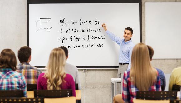 לא פשוט להודות כי עבר זמנה של המערכת שבה אנו התחנכנו. שיעור מתמטיקה | צילום אילוסטרציה: Shutterstock
