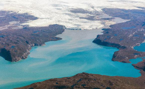 אגם נוצר במקום שבו היה פעם קרחון, גרינלנד | צילום: Vadim Petrakov, Shutterstock