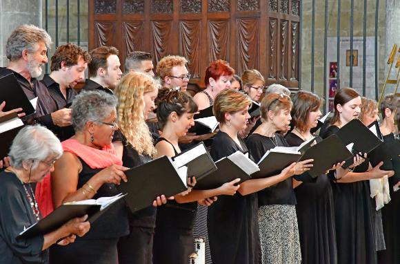 מקהלת כנסייה ברמס, צרפת, לפני המגפה | צילום: Pack-Shot, Shutterstock