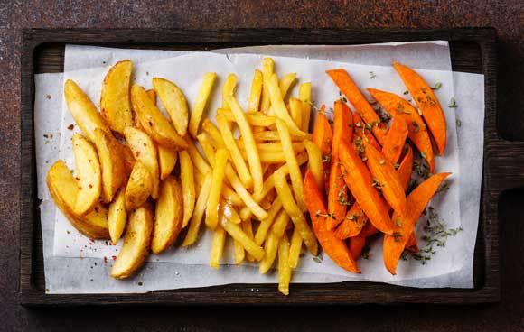 תפוחי אדמה ובטטה בצורות חיתוך שונות | צילום: Natalia Lisovskaya, Shutterstock