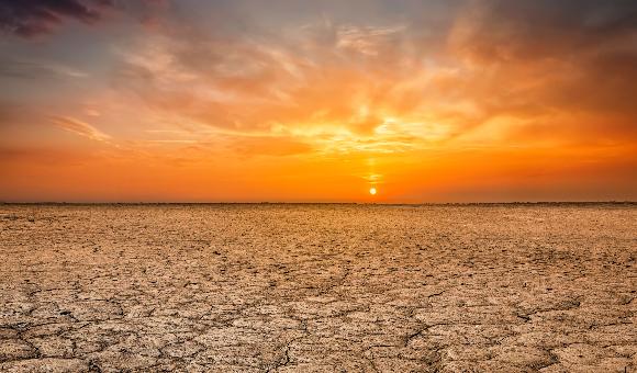 קרקע שהתייבשה | צילום: Dmitry Rukhlenko, Shutterstock