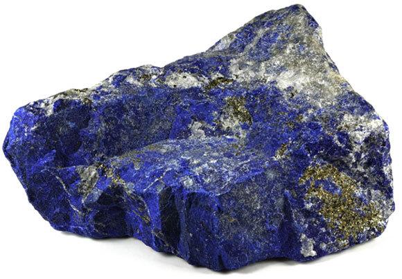 אבן לאפיס לאזולי ששימשה בייצור הצבע יקר הערך | צילום: Bjoern Wylezich, Shutterstock