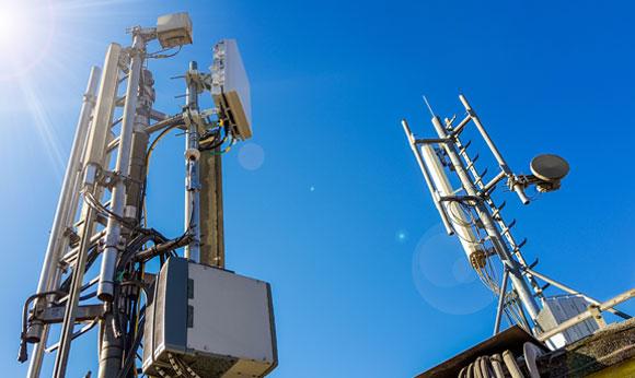 אנטנות סלולריות | Shutterstock