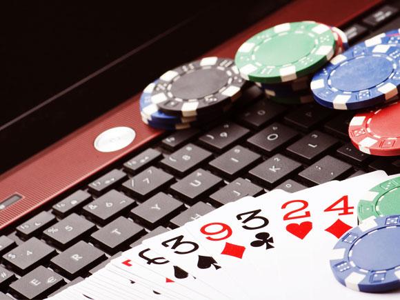משחק רב-משתתפים מורכב הרבה יותר, משום שכל שחקן משתמש באסטרטגיה אחרת. פוקר ממוחשב | צילום: Shutterstock