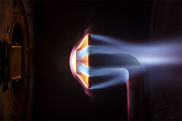 האריג החדש בעת מבחן חום, קרדיט:  NASA/Patrick Viruel