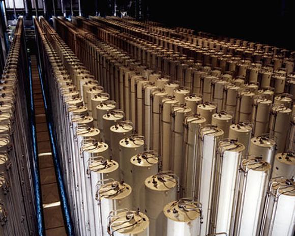 הצנטריפוגות המודרניות קצרות יותר אך עדיין גובהן כמה מטרים   United States Department of Energy