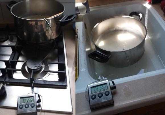 לחמם את החלב בלי לשרוף אותו (משמאל), ואז לקרר את הסיר בכלי עם מים (מימין) | צילומים: דפנה מנדלר
