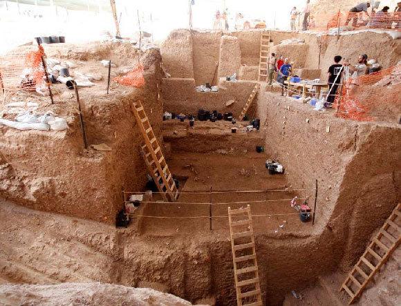 מבט על החלקים העמוקים יותר בחפירה של אתר נשר רמלה   יוסי זיידנר